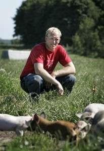 Nicolaj Pedersen har grise på friland.